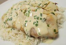 φιλετάκια κοτοπουλου με σάλτσα τυριου
