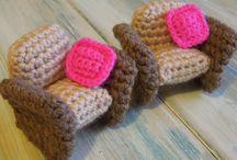 Meubles de poupée en laine
