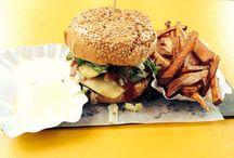 Die besten Burger Restaurants in Berlin / Wir haben für euch eine Auswahl der besten Burgerrestaurants in Berlin erstellt und sind gespannt auf euer Feedback! Wo gibt es für euch den besten Burger von Berlin? bester burger berlin