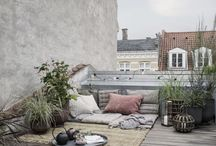 Rooftop lounging / Are you dreaming of a blossoming garden, but live in an urban area without a garden? No problem. Rooftop gardening is a blooming trend and even the smallest rooftop spaces and balconies can be transformed into a green mini heaven with a few stylish accessories and a sprinkle of colourful flowers and fragrant herbs.