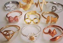 Collares aros anillos etc