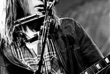 NEIL YOUNG / Searchin' for a heart of gold