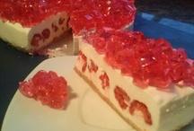 Tarta San Valentin Swarovski ( frambuesa y yogurt) / Golosolandia tartas y postres caseros y fáciles: http://golosolandia.blogspot.com.es/2013/02/tarta-san-valentin-swarovski-frambuesa.html
