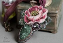 Floral jewelry / Beaded jewelry with flowers. Beaded roses.