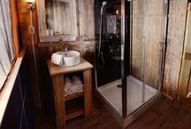 Tentlodge met eigen sanitair / De tentlodges op Duinpark Koningshof zijn voorzien van eigen sanitair.