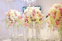 Weeding sigle table decor / Aranjamente florale trandafiri minirose roz pal orhidee alba pe sfesnice masa din oglinda candelabre nunta ghivece cu lalele