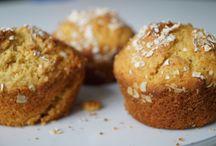 Maak het Vrolijk - Op tafel / Vrolijkheid op tafel creëer je zelf door hem mooi te dekken en lekker eten te maken. Vooral bakrecepten.