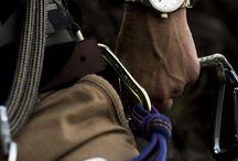 Squarestreet / Značka designových hodinek squarestreet  vznikla v Japonsku, avšak jedinečný design hodinek vychází ze skandinávské kultury, kde se zakladatelé této značky David Ericsson a Alexis Holm narodili. Squarestreet se řídí jednoduchostí, kvalitou a funkčností zpracování a sázejí na neotřelý, avšak neagresivní design a hodinky působí spíše jako umělecké dílo. Hodinky squarestreet jsou určeny všem těm, kteří chtějí své zápěstí oživit a nejít ve vyšlapaných cestách konvenčního proudu.