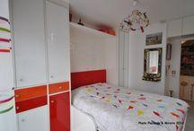 Chambre enfant / Une jolie chambre aux couleurs joyeuses. La combinaison des verres laqués apporte lumière et profondeur et redonne à la pièce un bel espace. Lit ou canapé, à vous de choisir. Sur mesure