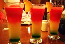 tropical drinks / Yummy and pretty ideas for the best tropical drinks ever.