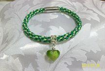 Rose Lanteigne / Les créations de Rosa sont des bracelets kumihimo que je fais moi même