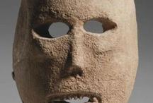 Masques prehistoriques / Masques funeraires en pierre ou masques possibles d'après peintures et gravures. Europe