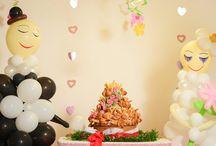 Bröllop / Vi har bildekoration, glassfontäner, kinesiska lyktor, konfettirör, flytande lyktor, bröllopsfigurer, rosenblad, bordskort till bröllop och servis. Ska det vara bröllop har vi det perfekta bilpyntet till det nygifta parets bil, roliga bröllopsfigurer eller varför inte romantiska rosenblad som dekoration och vad är ett bröllop utan en bröllopsgästbok?