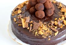 Send Eggless Cakes Online for your Special Day at Zoganto