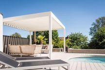 Klaiber Pavillons / Kubische Formensprache, perfekt integrierte Optionen, durchdachte Technik kombiniert mit hochwertigen Materialien, so definieren sich die Terrassen-Pavillons von KLAIBER MARKISEN. Ihr vielfältiger Einsatzbereich bei jedem Wetter zeichnet diese robusten Pavillons zusätzlich aus. Ob als großzügiger Außengastraum im Garten-Restaurant oder als exklusiver Pavillon zuhause, die multifunktionellen Terrassendächer bestechen durch mediterranen Charme.