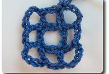 Wiggly crochet filet mesh pattern