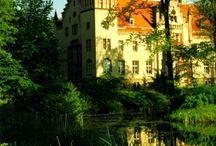 Rozbitek - Pałac / Pałac w Rozbitku zbudowany w latach 1856-58 dla Georga von Reiche. Po latach podupadania i dewastacji pałac został przejęty w 2004 r. przez Jana A. P. Kaczmarka. Kompozytor wraz Sundance Institute Roberta Redforda tworzy tutaj ośrodek spotkań i pracy twórczej artystów, który otrzymał nazwę Instytut Rozbitek.  Palace in Rozbitek built in 1856-58 years for Georg von Reiche.