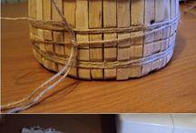 корзинка из пластикового контейнера(деревянные прищепки+немного ткани, кружева и шпагата+ клей и желание творчества)