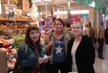 MERCADO DEL BARRIO. ARGÜELLES. VISITA OCTUBRE 2014 / La profesora Bárbara ha ido con los estudiantes de español al mercado del barrio. Allí han hablado con clientes y vendedores. La coliflor morada les ha sorprendido mucho!!