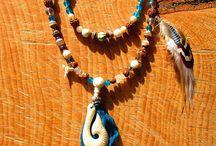 Mala chamanique tibétain 108 perles, hameçon os, agate, quartz, turquoise, plumes, dent de requin