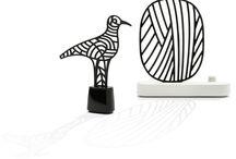 """DIPTYQUE / """"Oiseau & Ramure"""" Diffuseurs capilla en plâtre et socle en porcelaine / """"Oiseau & Ramure"""" Scented air fresheners in plaster and porcelain - Collection Bazar du 34 diptyque"""
