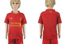 Billige Liverpool trøje Børn / Billige Liverpool trøje Børn på online butik. Liverpool hjemmebanetrøje/udebanetrøje/målmandstrøje/trøje langærmet tilbud  med eget navn.