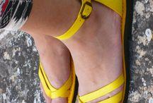 SANDALI GIALLI ESTATE 2015 / Su www.sandalishop.it trovi in vendita bellissimi sandali gialli per la prossima estate 2015. Tutti i sandali gialli, sono colorati interamente a mano :-)