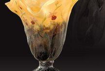 DAUM / La célèbre cristallerie Daum prend ses racines dans le contexte de la guerre de 1870, pendant laquelle Jean Daum se voit financer la verrerie de Nancy.