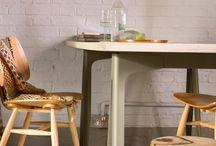 Estilo Raw - Bruguer / La belleza de la imperfección: El estilo raw aterriza con fuerza y se afianza en el mundo de la decoración. La clave de la decoración raw radica en la utilización de materiales nobles, como la madera sin tratar: desigual, agrietada y de texturas ásperas que aportan calidez al ambiente. Lo ideal es combinarlo con mobiliario y complementos vanguardistas de líneas rectas para poder crear un efecto de contrastes y resaltar el elemento elegido en raw.