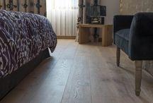 Parquet Jupiter / La collection Jupiter vous propose un parquet créant ainsi une ambiance chaude et légère. Ce parquet est réalisé principalement sur un bois de qualité rustique A/B contenant des nœuds qui en font tout son charme. L'ensemble de cette collection bénéficiant d'une protection de l'huile/cire.