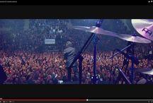 Loquillo en directo en Granada / Imágenes del histórico concierto en el que se grabó el diercto El Creyente que sale este mes de abril a la venta. Las fotos son capturas del adelanto del vídeo del concierto.