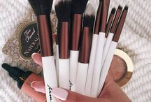 Makeup Brushes / you read the title...