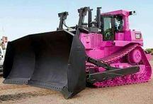 Trecker, Bagger und Pinkes Lady Fahrzeug