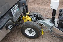 Trailer hitch stabilizers with weels