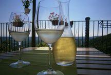 Romantic Atmosfere. / L'atmosfera perfetta per le occasioni romantiche nei borghi più belli d'Italia. Buon cibo, vino e cura dei particolari presso Casa Milà.