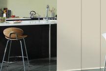 Cortinas Panel Glide / LAS CORTINAS PANEL JAPONES HUNTER DOUGLAS SE DISTINGUEN POR SUS LÍNEAS LIMPIAS Y UN ESTILO CONTEMPORÁNEO Y ELEGANTE Las cortinas panel Japonés Hunter Douglas se distinguen por sus líneas limpias y un estilo contemporáneo y elegante, perfectas para un ambiente de casa y precisas para decoración de salas y cuartos que ofrecen una solución para ventanas de dimensiones amplias o pequeñas, que puede ser utilizado además como un elegante divisor de espacios.