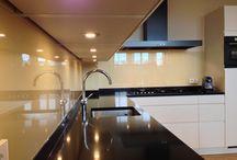 Keuken achterwanden / Glazen keukenachterwanden gelakt, geëmailleerd of geprint (HD print). Realisaties van Martens Glas Design en ideeën voor jouw keuken