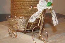 """Nunta pe bicicleta / Se poarta bicicleta! Daca iti doresti o nunta eco-friendly sau doar super-tare si plina de relaxare, alege ca tematica """"bicla""""! Te poti inspira din pozele de mai jos, pentru decoratiuni, invitatii si alte detalii... Cu marturiile te ajutam noi. Trimite-ne un mesaj si-ti vom raspunde cu 3 variante de marturii personalizate."""