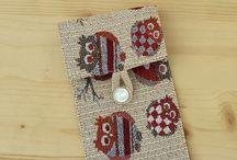 Fabric phone case / Portacellulari in tessuto foderato, chiusi con bottone.