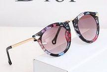 Dior / I přes nápadný a nezaměnitelný design brýlí Dior si každý najde tvar, který bude lichotit jeho obličeji. Módní návrháři si dávají záležet na každém detailu a samozřejmostí je precizní výběr materiálů.