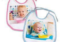 Para bebés / Regalos personalizados para bebés con sus propias fotos. Baberos, muñecos, lámparas, accesorios para la cuna, portafotos y demás productos personalizados.