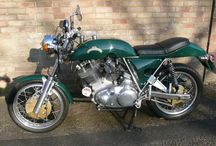 British and classic motorcycles /  british motorcycles