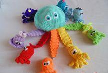 Развивающие игрушки с магнитами, липучками и т.д.