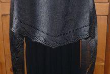 Tricot - châles, écharpes, etc. ; Knits - shawls, scarves, etc.