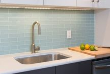 Kitchen Inspirations / The kitchen is considered one of the most important rooms in a home. It is a meeting place for families, an entertaining area for guests, and a refuge when midnight snack cravings happen. Here are some ideas to help you create the kitchen of your dreams
