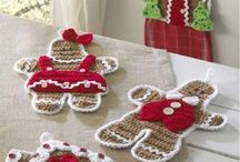 Cute crocheted gingerbreads.