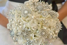 Antique broach bouquet / Broach bouquet