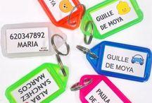 LLAVEROS PERSONALIZADOS / Llaveros personalizados con tu nombre y teléfono. De varios colores.