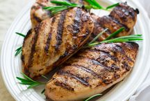 Delicious Backyard BBQ Recipes / Planning a cookout this weekend? We have some mouthwatering BBQ recipes that you need to try. The odds of plenty of flavor will be in your favor.