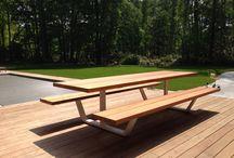 Stoly a lavičky ako pokus